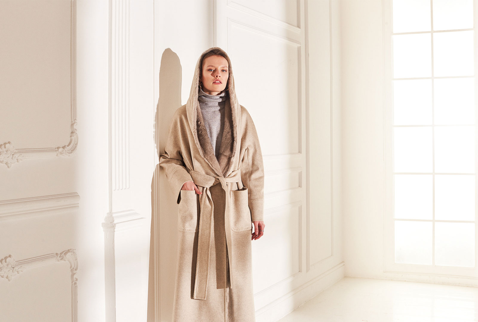 lenoci luxury - cappotto a vestaglia con cappuccio e interno in visone silver blu. Punto Sartoriale