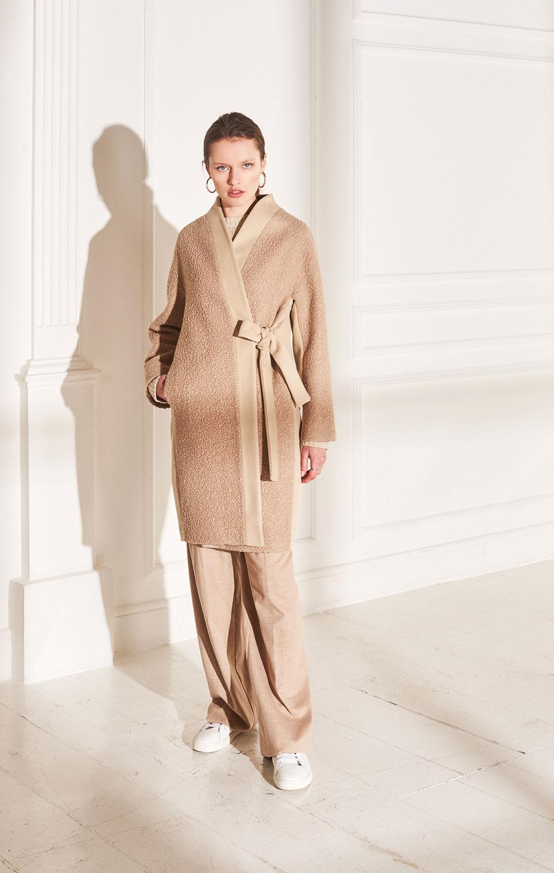 lenoci luxury - cappotto a kimono Bouclair con dettagli in tessuto di pura lana pettinata