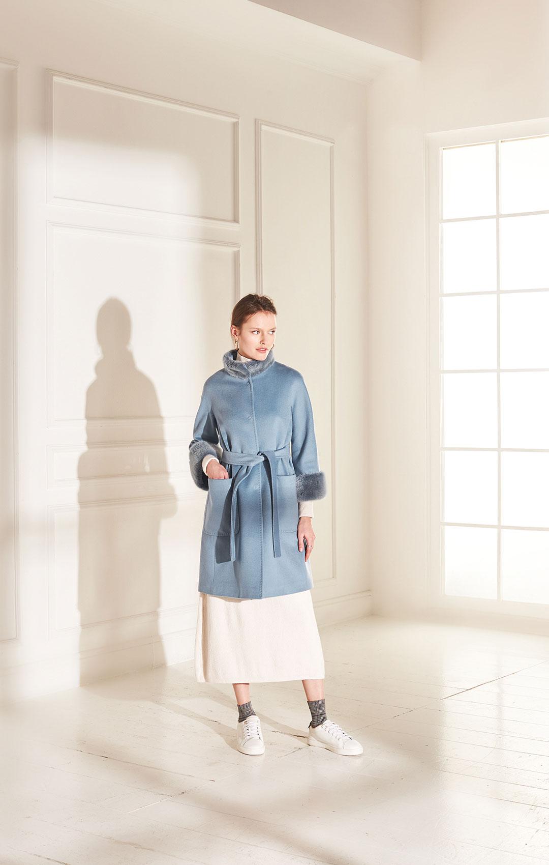lenoci luxury - cappottino a kimono linea asciutta collo e polsi in visone tinto, tessuto 100% lana di Colombo